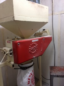 麦芽粉砕機