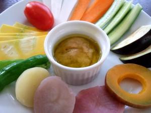 かぶりつき野菜、温かいニンニク味噌ソース